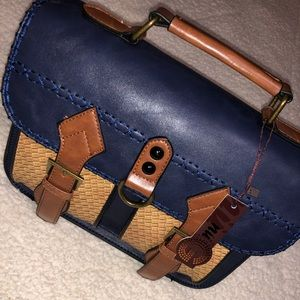 Nu G navy 9664 purse with basket weave pockets